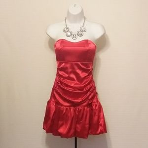RED HOT STRAPLESS SATINY PARTY DRESS
